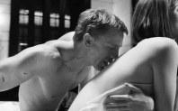 Back-kiss-kiss-on-the-back-sensual-kiss-lovers-kiss