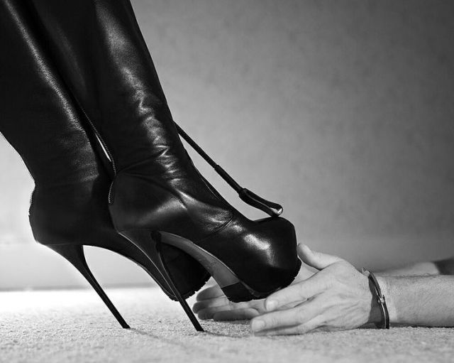 killer-heels-female-feet