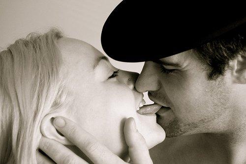 kiss-tongueBite